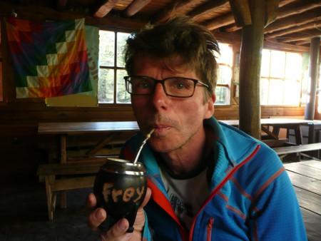 Herr Frey wird zum Mate trinken eingeladen
